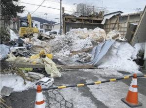 大雪で建物の倒壊相次ぐ